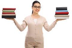 Insegnante femminile con le pile di libro Immagine Stock Libera da Diritti