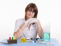 Insegnante nella classe di chimica Immagine Stock Libera da Diritti