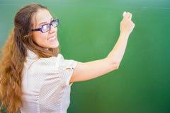 Insegnante o studente divertente e felice all'università o alla scuola Immagini Stock