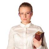 Insegnante rigoroso con il grande libro Fotografia Stock Libera da Diritti