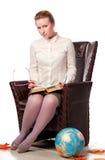 Insegnante serio che si siede in poltrona Fotografie Stock