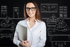 Insegnante sorridente professionista che conduce una lezione Immagini Stock