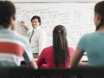 Insegnante Teaching To Students nella classe Immagini Stock
