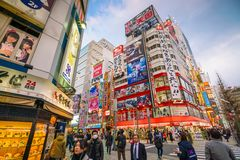 Insegne al neon e pubblicità del tabellone per le affissioni in Akihabara Immagini Stock