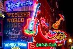 Insegne al neon su Broadway più basso Nashville Immagini Stock