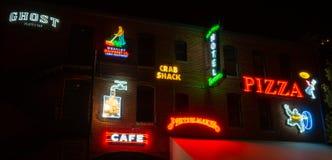 Insegne al neon al vicolo al neon, pueblo, CO fotografia stock