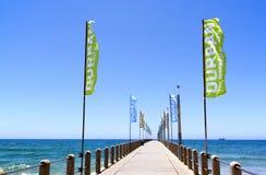 Insegne promozionali sul pilastro vuoto sulla spiaggia del nord Fotografia Stock