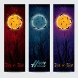 Insegne verticali di Halloween messe con la luna Fotografia Stock