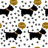 Insegua il terrier felice, siluetta sui precedenti di una stampa delle zampe royalty illustrazione gratis