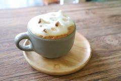 Insegua l'arte del latte della schiuma o il caffè caldo o spumi caffè Fotografie Stock