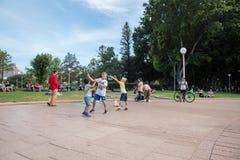Inseguendo le bolle a Hyde Park fotografie stock