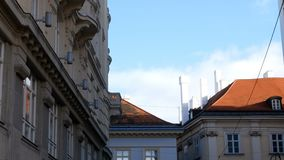 Inseguimento del palazzo sparato Vienna stock footage
