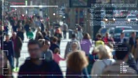 Inseguimento della gente nella folla archivi video