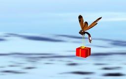 Insekt, welches das Geschenk trägt Lizenzfreies Stockfoto