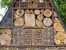 Insektenhotel für Brutpflege Lizenzfreie Stockfotos