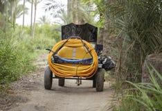 Insekticidmaskinbehållare i byn, Damietta, Egypten Royaltyfri Bild