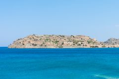 Insel of Spinalonga vom Meer stockfotografie