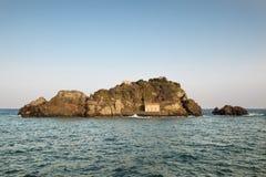Insel Acitrezza Lachea Lizenzfreie Stockfotos