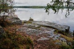 Insel auf dem See im Park Monrepo Stockfotografie
