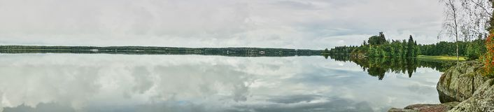 Insel auf dem See im Park Monrepo Panorama Lizenzfreie Stockfotos