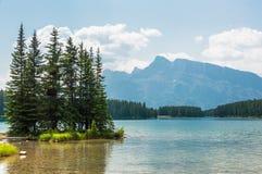 Insel auf zwei Jack Lake Lizenzfreies Stockfoto