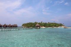 Insel, Brücke und Häuser lizenzfreies stockbild