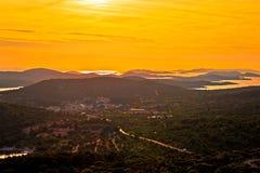 Insel der Murter-Gelb-Sonnenuntergangansicht Lizenzfreie Stockfotos
