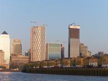 Insel des Hundehalbinsel- und Docklands-Canary Wharf-Bereichs bei Sonnenuntergang, London, Großbritannien lizenzfreies stockfoto