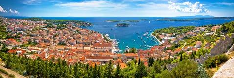 Insel des Hvar-Bucht-Antennenpanoramablicks Stockfotografie