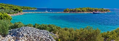 Insel des Murter-Türkisstrandes panoramisch Stockbilder