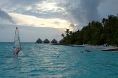 Insel des Paradieses. Sonnenuntergang. Lizenzfreie Stockbilder