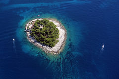 Insel Galesnik von der Luft Stockfotografie