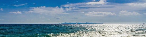 Insel am Horizont Lizenzfreie Stockfotos