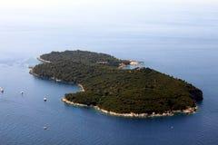 Insel im adriatischen Meer lizenzfreies stockbild