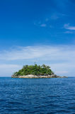 Insel im Meer Lizenzfreie Stockfotos