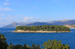 Insel im Meer Stockbilder