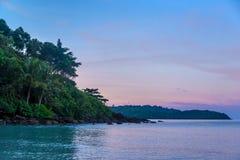 Insel im Sonnenuntergang Stockbild