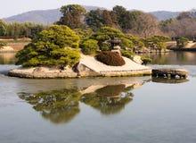 Insel im Teich lizenzfreies stockfoto