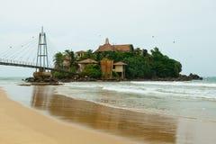 Insel mit buddhistischem Tempel Parey Duwa Lizenzfreies Stockbild