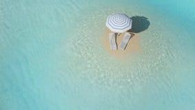 Insel mit Regenschirm Stockbild