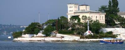 Insel mit Wetterstation Lizenzfreie Stockfotografie