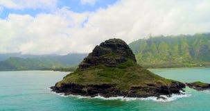 Insel mitten in Meer 4k stock video footage