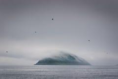 Insel in Nebel 2 Stockfoto