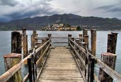 Insel San-Giulio von den Docks lizenzfreies stockbild