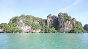 Insel schaukelt Flöße im Azurblau stock video footage