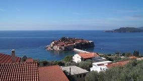 Insel Sveti Stefan in Montenegro am sonnigen Tag stock footage