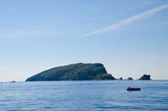 Insel und Berge Sveti Nikola Stockfoto