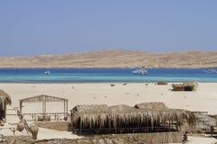 Insel und sandiger Strand auf dem Roten Meer stockfoto