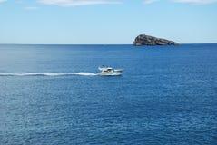 Insel und Yacht Lizenzfreies Stockfoto