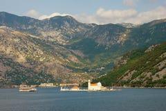 Insel unserer Dame des Felsen Gospa Ods Skrpjela Schacht von Kotor, Montenegro Lizenzfreies Stockfoto